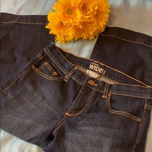 NEW YORK & COMPANY LOW RISE WIDE LEG CROP JEANS